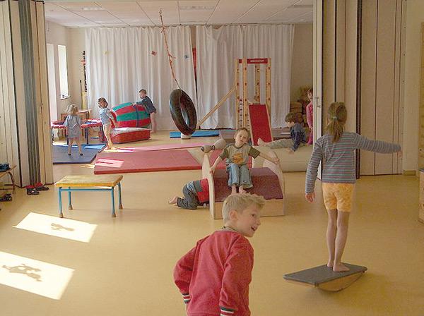 Kinder spielen in der Kita
